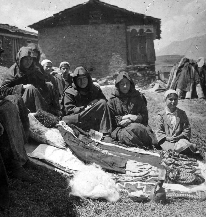 A t'alavar photographed in Tusheti